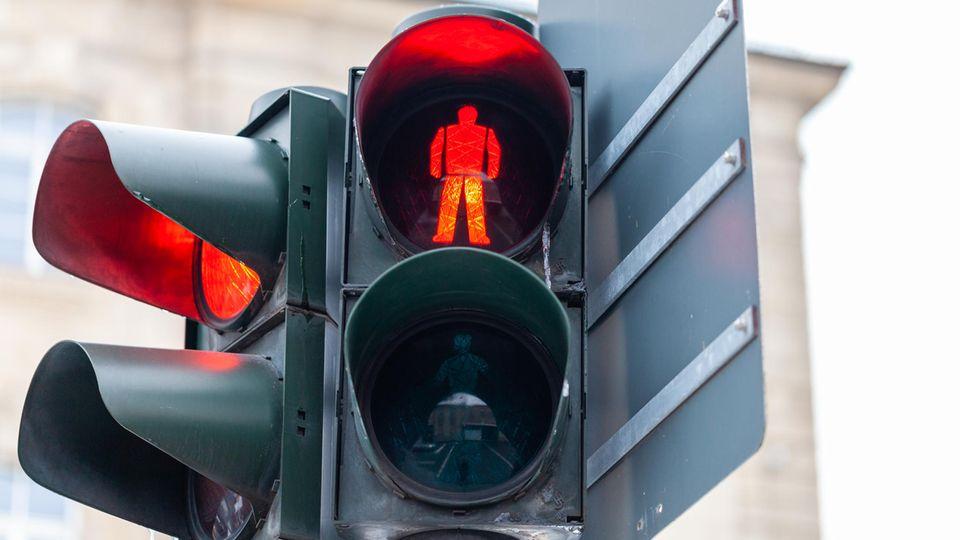 Eine rote Fußgängerampel
