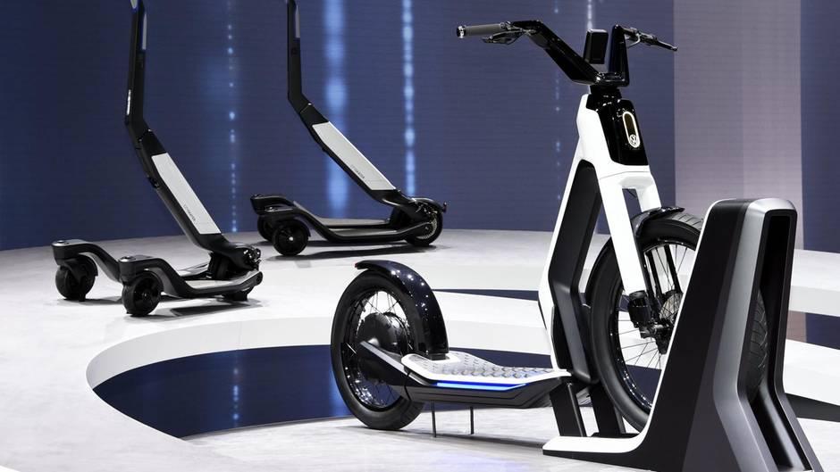 """Der E-Scooter """"Streetmate"""" von VW und """"Niu"""" wurde im letzten Jahr beim Genfer Autosalon vorgestellt"""