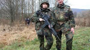 Palina Rojinski muss für eine Sendung zur Bundeswehr und stößt dabei an ihre Grenzen