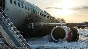 Moskau: Das ausgebrannte Wrack der Aeroflot-Maschine