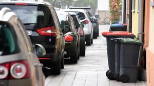Beim Parken eines Autos ist im schweizerischen Glarus ein tödlicher Unfall geschehen (Symbolbild)