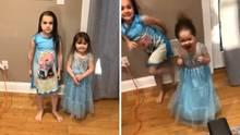 Ein Vater im US-Bundesstaat New Jersey wird erfinderisch, um die Haare seiner beiden Töchter zu trocknen.