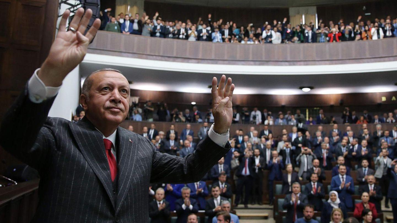 Recep Tayyip Erdogan lässt sich auf einer Fraktionssitzung der AFPin Ankara feiern