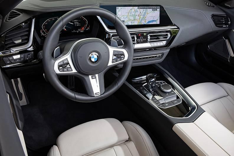 Typisches BMW Cockpit mit eingängiger Bedienung