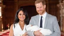 Meghan und Harry präsentieren ihren Sohn in derSt George's Hall von Schloss Windsor