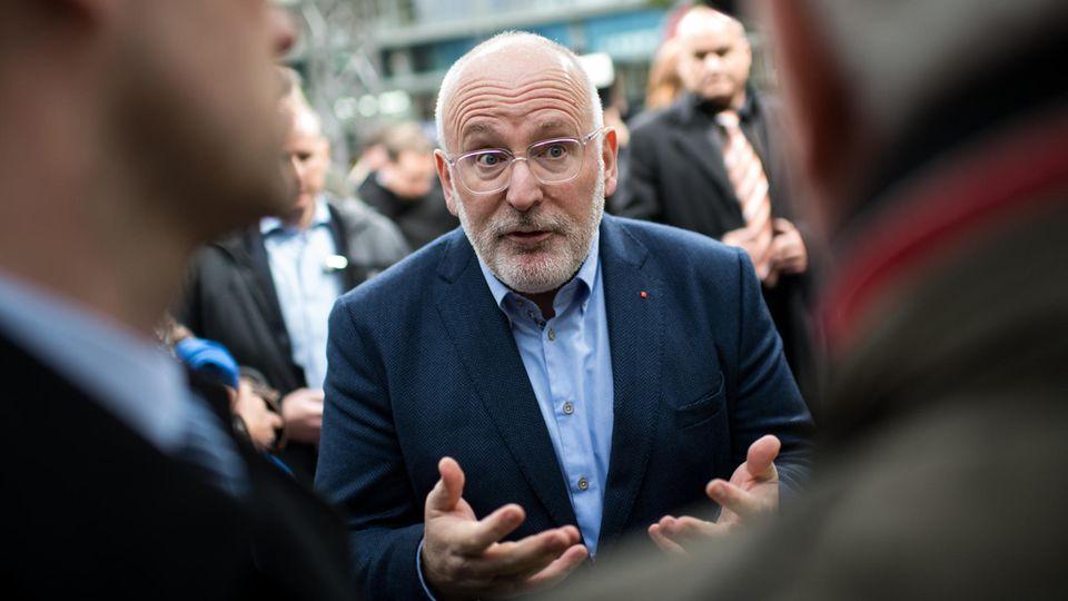Frans Timmermans bittet darum, wählen zu gehen
