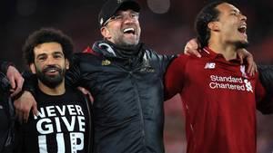 Liverpool-Trainer Jürgen Klopp freut sich mit Teamkollegen über den überraschenden 4:0-Sieg gegen Barcelona im Halbfinale der Champions League 2019.