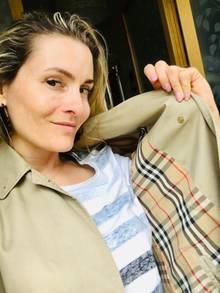 Christiane Tauzher mit ihrem Burberry-Mantel