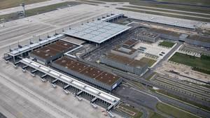 Haupstadtflughafen BER im Süden von Berlin