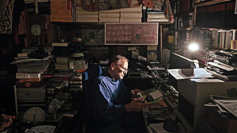 Für Wolfgangsollte das Iduna Zentrum eine Zwischenstation sein. Mittlerweile lebt er mit seinen Büchern seit fast 20 Jahren im Haus.