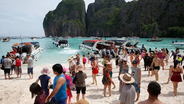 Vor der Sperrung besuchten täglich im Schnitt 7000 Touristen Maya Bay