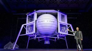 Jeff Bezos zeigte bei dem Event das erste Mal den Mondlander Blue Moon