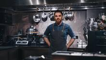 """René Frank und sein Geschäftspartner Oliver Bischoff eröffneten 2016 das """"Coda"""". Frank ist der erste Chef-Patissier, der mit einem reinen Dessert-Restaurant einen eigenen Michelin-Stern erhält. Von 2010 bis 2016 war er Chef-Patissier im Osnabrücker Gourmet-Restaurant """"La Vie"""" (mittlerweile geschlossen). Im Jahr 2013 wurde er vom Gault-Millau zum """"Patissier des Jahres""""und 2016 zum """"Patissier des Jahres""""von BuscheVerlag ernannt."""