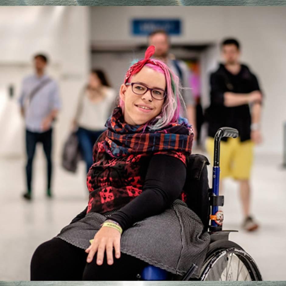 Falsche Vorstellungen: Von wegen kompliziert: Rollstuhl-Aktivistin räumt mit Vorurteilen über Sex mit Behinderung auf