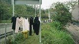 Seit November 2017 schlendert Fotograf Jimmi Ho übrigens durch Hongkong und knipst die frei trocknende Wäsche
