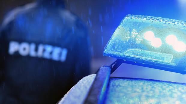 Nachrichten aus Deutschland: 19-Jähriger liefert sich Verfolgungsjagd mit Polizei – vier Schwerverletzte nach Unfall