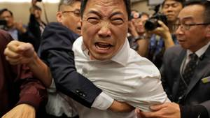 Heftiges Handgemenge in Hongkongs Parlament – mehrere Verletzte