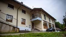 Drei tote Personen sind in einem Zimmer der Pension in Passau gefunden worden