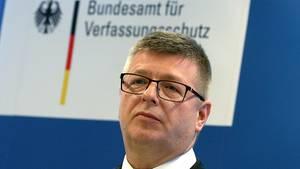 """Im rechten Bereich tummeln sich laut Verfassungsschutzchef Thomas Haldenwang viele """"Grenzgänger"""""""