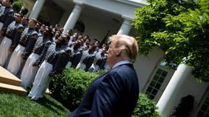 Donald Trump vorm Weißen Haus