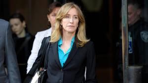Im Hochschul-Bestechungsskandal in den USA hat sich Schauspielerin Felicity Huffmanschuldig bekannt