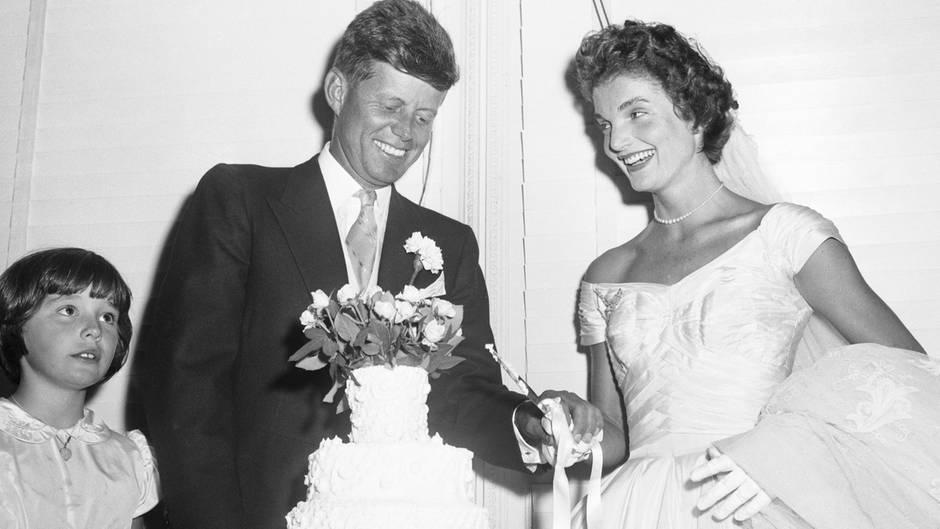 Jacqueline Lee Bouvier und John F. Kennedy bei ihrer Hochzeit
