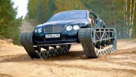 Russische Mechaniker haben einenBentley-Panzer aus Luxuswagen und Kettenfahrzeug gebaut.