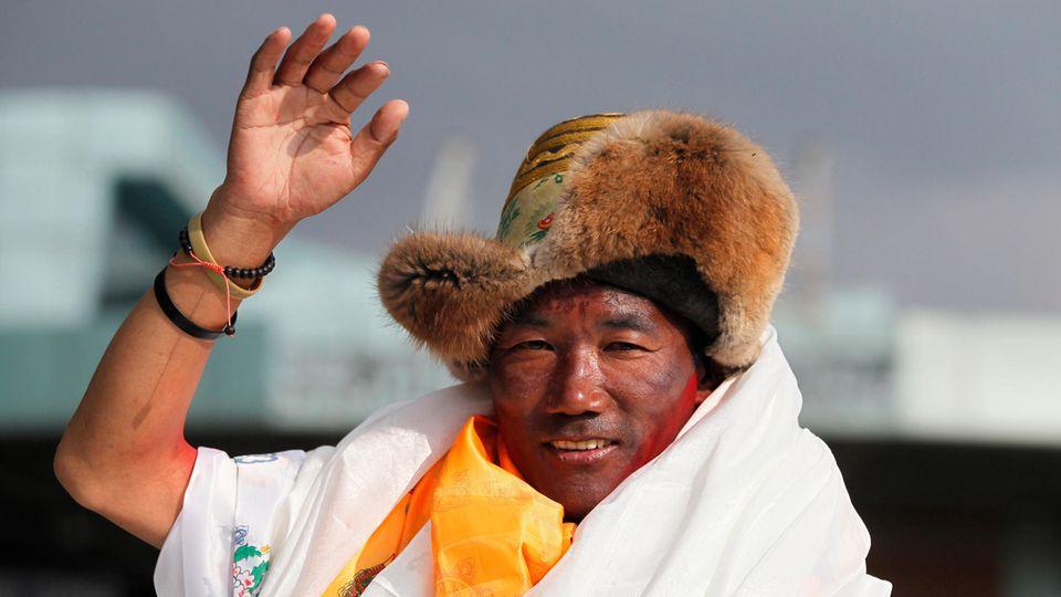 Sherpa Kami Rita stellt neuen Everest-Rekord auf