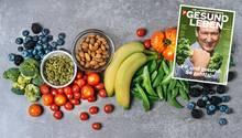 Abnehmen durch Sport: Obst und Gemüse liegt auf einem Tisch