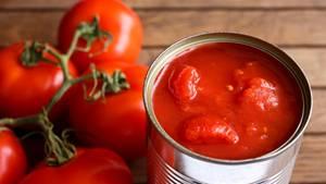 Tomaten  Der große Vorteil an Produkten aus der Dose, istihre nahezu endlose Haltbarkeit. Oft bleiben aber bei der Konservierung Vitamine auf der Strecke. Deshalb ist Obst aus Dosen nicht empfehlenswert, aber dafür Tomaten. Natürlich geht kaum etwas über frische sonnengereifte Tomaten. Die haben aber hierzulande nur von Juli bis Oktober Saison. Den Rest des Jahres kriegt man geschmacklose Tomaten aus Hollands Gewächshäusern. Für Tomatensauce, Suppe und Salsas sind deshalb außerhalb der Saison Dosentomaten die bessere Wahl.