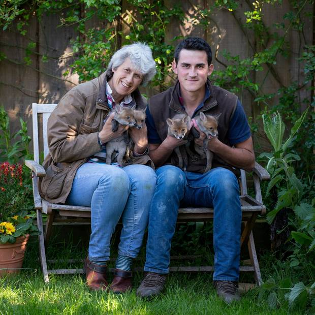 Chris und seine Mutter Jean mit Ginger, Biscuit, Big Tip und Little Tip