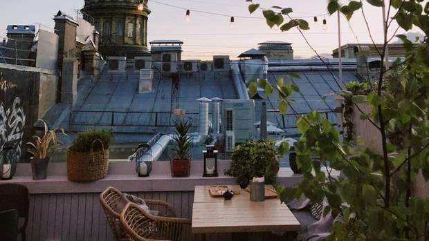 Das Leben auf Balkonien lässt sich besonders im Sommer genießen (Symbolbild)