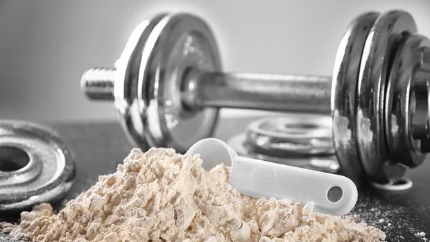 Veganes Proteinpulver besteht aus rein pflanzlichen Inhaltsstoffen und unterstützt den natürlichen Muskelaufbau