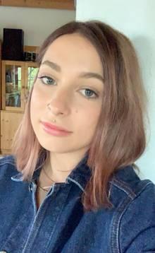 Lilli macht eine Ausbildung zurMake-up Artistin und Hairstylistin