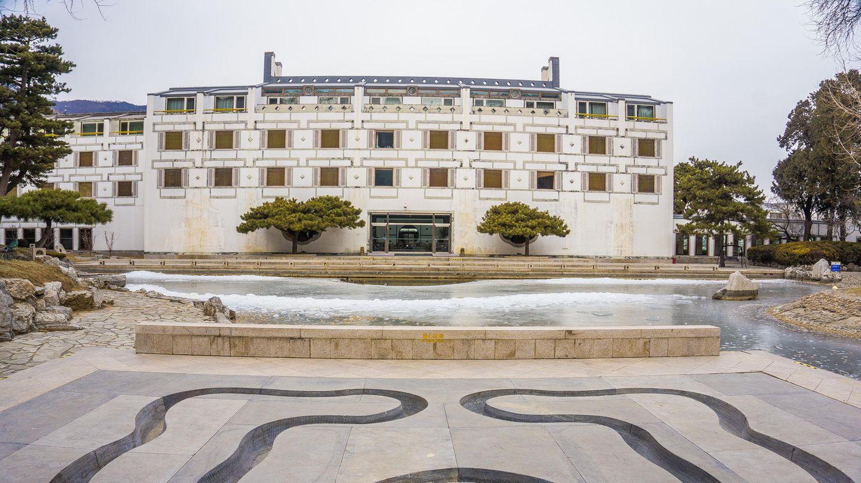Fragrant Hills Park Hotel in Peking.