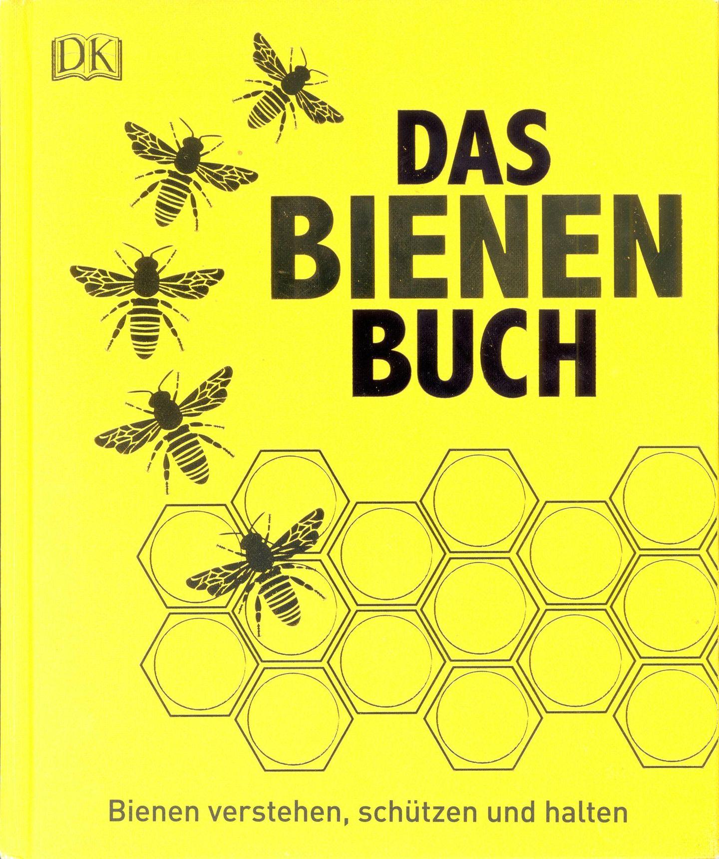 """Das Bienen-Buch  Von Emma Tennant, Fergus Chadwick und Steve Alton  Die drei Autoren haben im """"Bienen-Buch"""" ihr Wissen nicht nur zusammengetragen, sondern zugleich mit hochwertigen, liebevollen Illustrationen angereichert. Wer sich mit wohligem Gefühl noch an die dünnen """"Was ist Was""""-Bücher seiner Jugend erinnern kann, wird das """"Bienen Buch"""" lieben. Es istwie eine extra dicke, sehr ausführliche Ausgabe der beliebten Wissensreihe für Kinder. Das """"Bienen-Buch"""" ist keine Anleitung zum Imkern. Es will vielmehr zeigen, wie jeder von uns etwas gegen das Bienen- und Insektensterben unternehmen kann, sei es im Garten oder auf dem Balkon in der Stadt. So wird auch gezeigt, welche Pflanzen man setzen sollte, was Bienen im Garten besonders schätzen und wie man Insektenhotels selbst baut. Im Mittelpunkt stehen natürlich das Bienenvolk und der Einstieg in die Imkerei."""