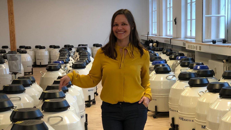 Single-Mutter Hanna Schillerim Lagerraum der European Sperm Bank