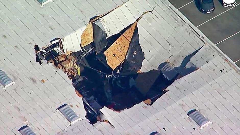 Im Bezirk Riverside County in den USA ist einKF-16-Kampfjet in eine Lagerhalle gestürzt.