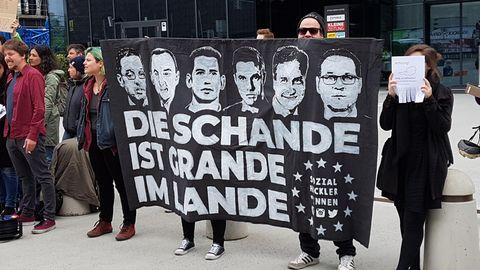 Österreich, Graz: Teilnehmer einer Demonstration der Sozialisten Jugend (SJ) und der Grünen