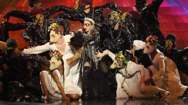 Madonna bei ihrem bizarren Auftritt beim ESC