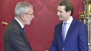 Alexander Van der Bellen (l), Bundespräsident von Österreich, empfängt Bundeskanzler Sebastian Kurz