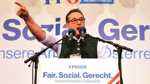 Heinz Christian Strache (FPÖ), Vizekanzler von Österreich spricht auf einer Kundgebung der FPÖ