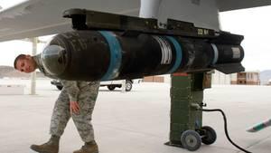 Insgesamt wiegt die Hellfire-Rakete etwa 50 Kilogramm und kann mitverschiedenen Gefechtsköpfen ausgerüstet werden.