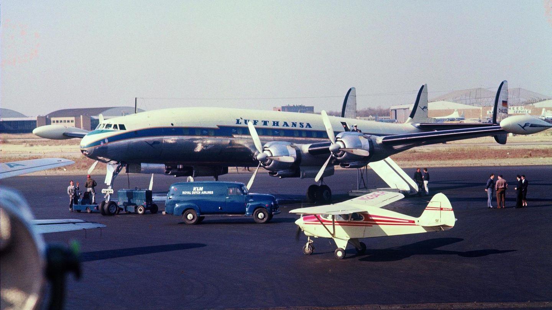 Lufthansa L-1049G auf dem Vorfeld