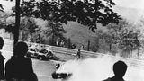 Laudas spektakulärer Unfall auf dem Nürburgring am 1. August 1976 kostete den Österreicher fast das Leben. Lauda hatte nach dem Unfall im Krankenhaus schon die Krankensalbung erhalten, erholte sich jedoch entgegen aller Prognosen von dem Unfall...