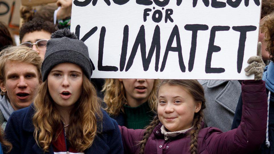 """Luisa Neubauer mit der """"Fridays for Future""""-Gründerin Greta Thunberg (r.)"""