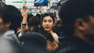 Eine App soll in Japan gegen sexuelle Belästigung in U-Bahnen helfen