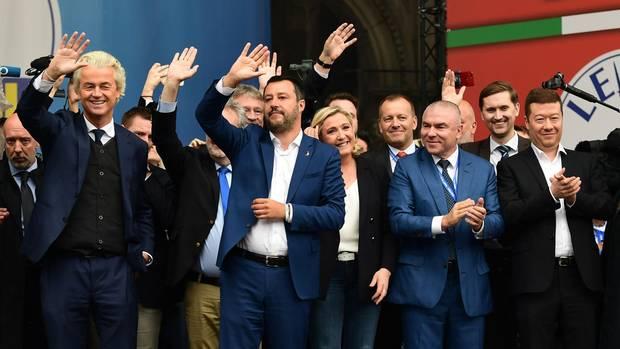 Rechtspopulisten bei einer Veranstaltung in Mailand. Darunter Geert Wilders, Matteo Salvini und Marine Le Pen