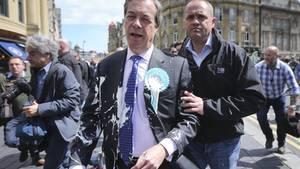 Milkshaking ist eine neue Form des Protest in Großbritannien