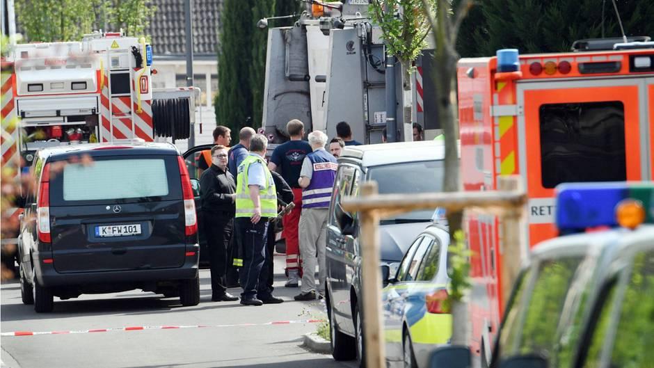 Ein Kind wird von einem Müllwagen erfasst und stirbt. Der Fahrer muss nun 2000 Euro zahlen